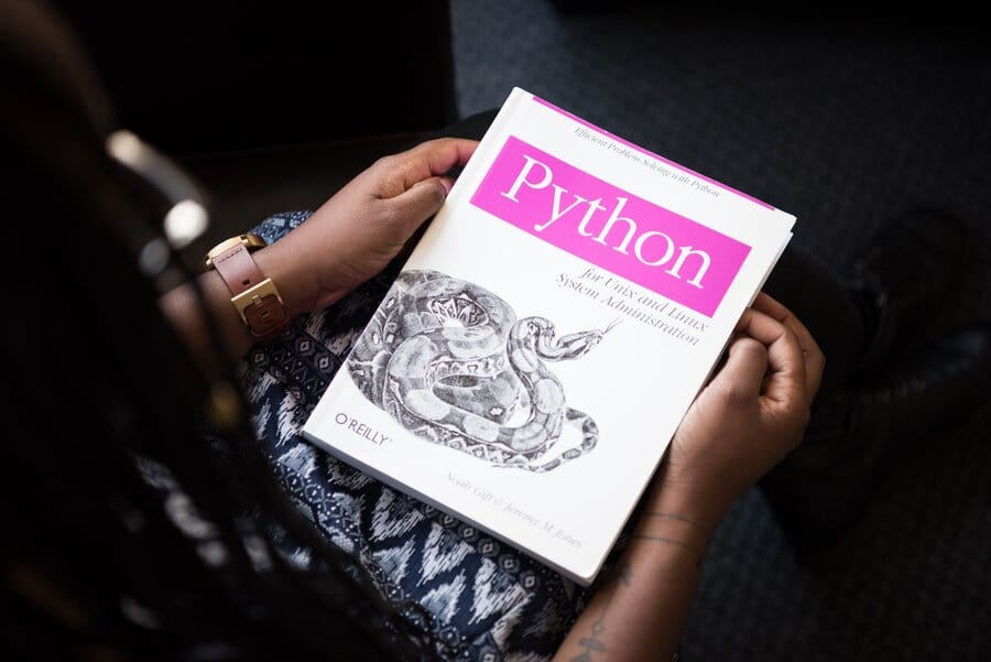 Python_programming_language-best language for machine language
