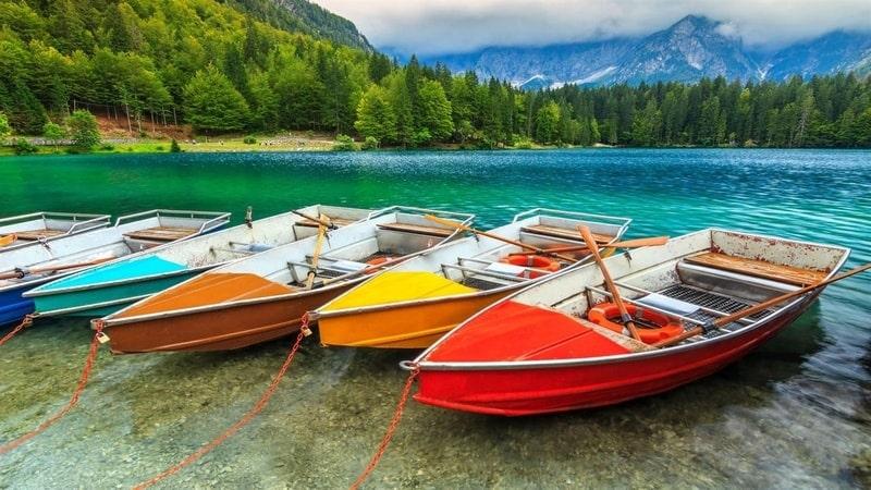 colorful_boats_premium - Windows wallpaper themes
